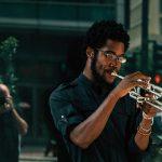 Melihat Perbedaan Antara Saxophone dan Terompet