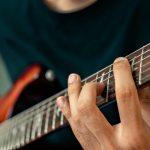 Manfaat Kesehatan yang Didapat Bila Bisa Memainkan Alat Musik