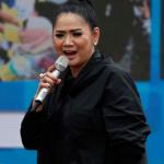 Arti Lirik Lagu September Ceria dari Vina Panduwinata